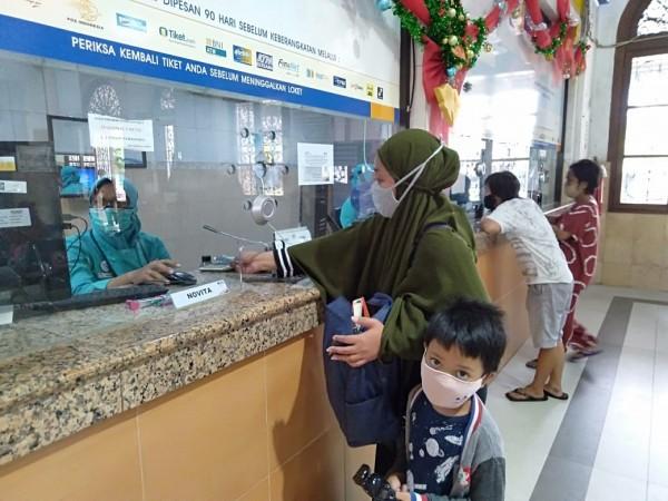 Loket pelayanan di salah satu stasiun wilayah PT KAI Daop 8 Surabaya (Ist)