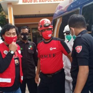 Komedian Komeng Ikut Jadi Petugas Semprot dalam Roadshow Spraying PMI Kota Malang