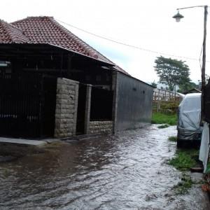 Banjir Luapan di Desa Bumiaji, 4 Rumah Warga Tergenang