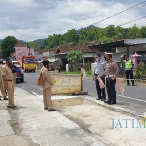 Warga Keluhkan Jalan Rusak, Satlantas Polres Trenggalek Ajak Dinas Terkait Tinjau Lokasi