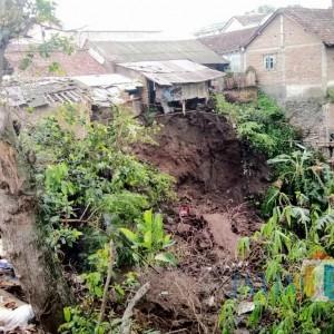 Longsor di Kampung Templek Hampir Seret Rumah Warga