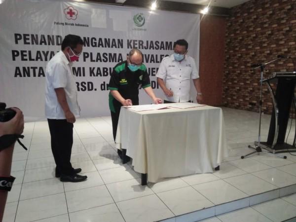 PMI Jember-RSD dr Soebandi Tanda Tangani Kerja Sama Pelayanan Plasma Darah