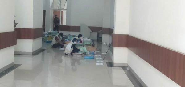 Suasana pemeriksaan oleh KPK di Balai Kota Batu.