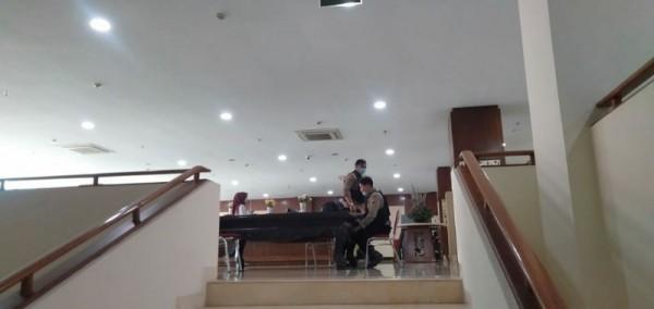 Suasana di lantai 5 Balai Kota Batu dijaga pengawalan oleh petugas, Jumat (8/1/2021).