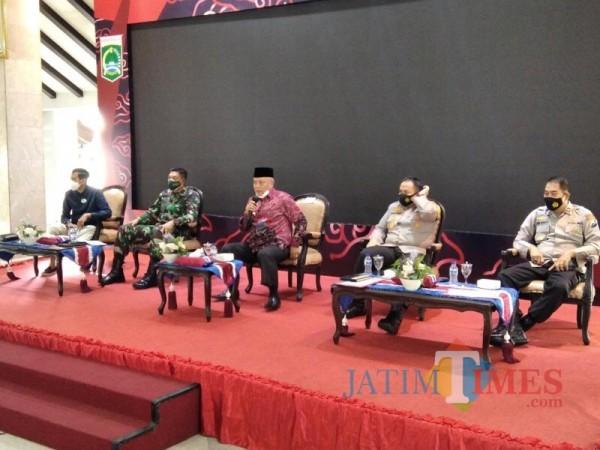 Jajaran Forkopimda Kabupaten Malang saat menghadiri rapat koordinasi kesiapan PPKM (Foto : Ashaq Lupito/ MalangTIMES)