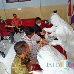 Cegah Penyebaran Covid-19, YAPENAS Banyuwangi Lakukan Rapid Test Guru dan Karyawan