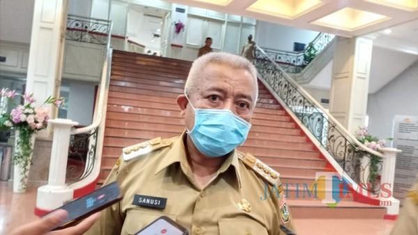 Bupati Malang Sanusi saat menjabarkan hasil evaluasi PPKM hari pertama di Kabupaten Malang (Foto : Ashaq Lupito / MalangTIMES)