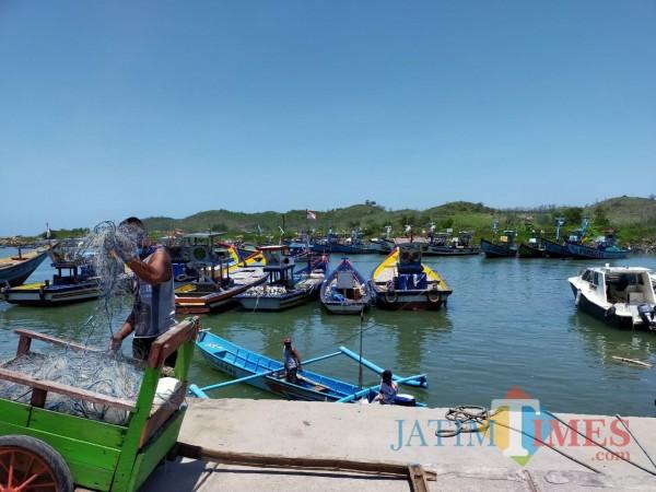 Dermaga pantai Tambakrejo di Kecamatan Wonotirto Kabupaten Blitar