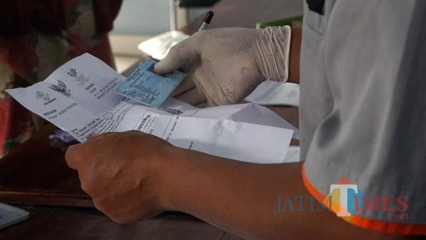 Hari ke-2 pembagian BST di Kota Kediri berlangsung di 8 kelurahan, Kecamatan Mojoroto. Sejumlah 2.893 KPM menerima BST, 11/01/2021. (Foto: Ist)