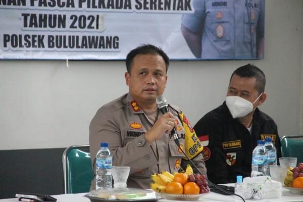 Kapolres Malang, AKBP Hendri Umar saat mensosialisasikan PPKM kepada masyarakat (istimewa)