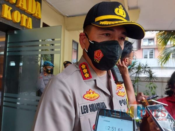 Kapolresta Malang Kota, Kombes Pol Leonardus Simarmata saat ditemui awak media di Mapolresta Malang Kota, Senin (11/1/2021). (Foto: Tubagus Achmad/MalangTimes)