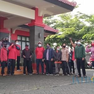 Buntut Pemutusan Kontrak Sepihak, Pekerja Outsourcing di Kota Blitar Demo Kantor DLH