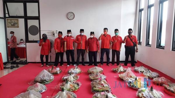 Sebanyak 148 tumpeng dibagikan PDIP Kab Blitar untuk masyarakat