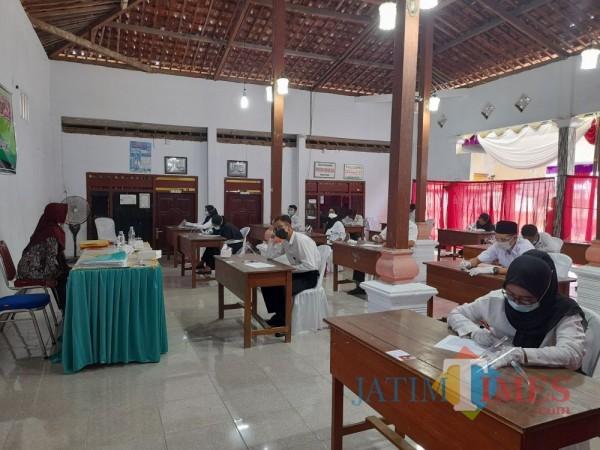 Suasana saat pelaksanaan ujian perangkat Desa Tugu Kec. Rejotangan (Foto: TulungagungTIMES)