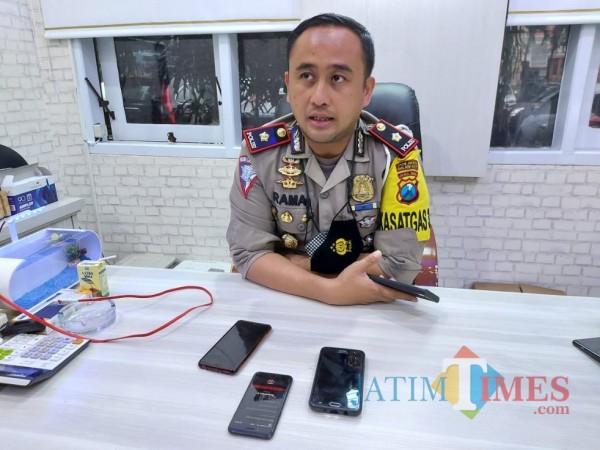 Kasat Lantas Polresta Malang Kota, Kompol Ramadhan Nasution saat ditemui pewarta di ruangan kerjanya, Selasa (12/1/2021). (Foto: Tubagus Achmad/MalangTimes)