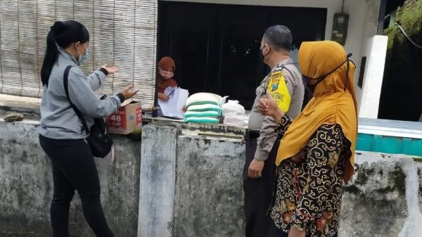 Selasa (12/1) bantuan sembako kembali disalurkan untuk 9 Kelurahan yang terdapat warga yang sedang melakukan isolasi. (Foto: Ist)