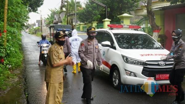16 pasien Covid-19 yang isolasi mandiri dievakuasi ke rumah isolasi milik Pemkot Blitar