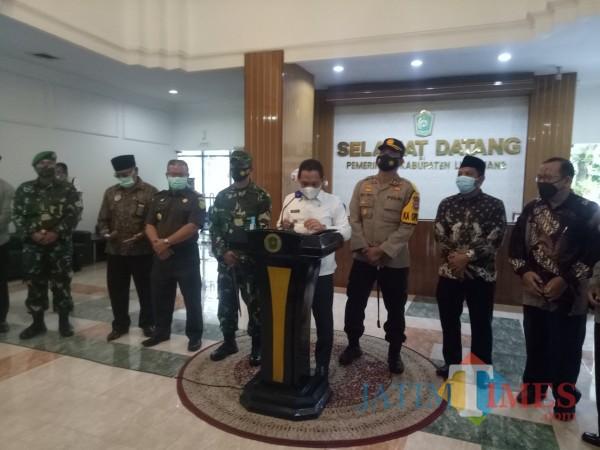 Konferensi pers Bupati dan Forkopimda Lumajang hari ini (Foto : Moch. R. Abdul Fatah / Jatim TIMES)