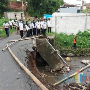 Tinjau Jembatan Ambrol, Wali Kota Malang Ungkap Penyebabnya