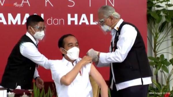 Presiden Joko Widodo saat disuntik vaksin covid-19. (Foto: YouTube  Sekretariat Presiden)