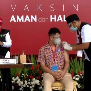 Raffi Ahmad Wakili Milenial, Tokoh Agama hingga Buruh dan Pedagang Divaksin Covid Bersama Jokowi