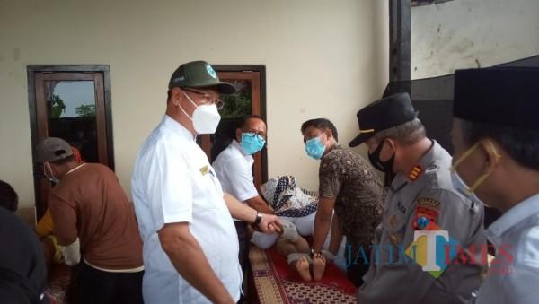 Tampak proses kitan di kantor Desa Glintong, Klampis (foto: istimewa)