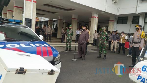 Wali Kota Blitar Santoso saat memimpin apel pelaksanaan PPKM