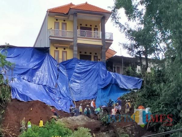 Kondisi tanah longsor di Dusun Pagersari, Desa Gunungsari, Kecamatan Bumiaji.