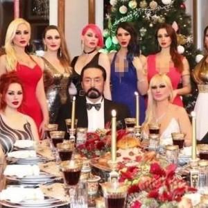 "Selalu Dikelilingi ""Kitten"" Cantik nan Seksi, Harun Yahya Sebut sebagai Kualitas Muslim"