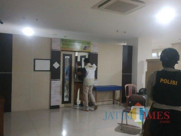 KPK RI saat menggeledah di Balai Kota Among Tani beberapa saat lalu.