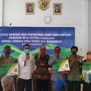BPJS Ketenagakerjaan Kediri Serahkan Kepesertaan RT/RW dan Perangkat Desa