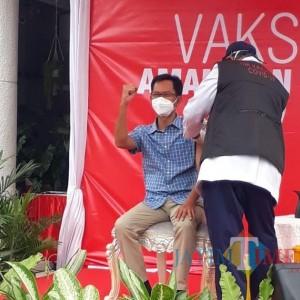 Berangkat Vaksinasi Covid-19, Ketua DPRD Surabaya Berbekal Sarapan Lemper