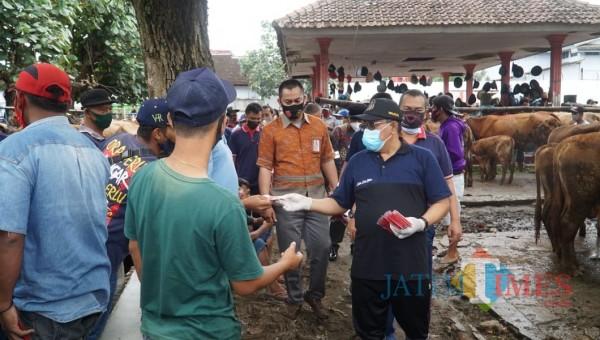 Cegah Kluster Baru, Wali Kota Santoso Sidak Pasar Hewan Dimoro