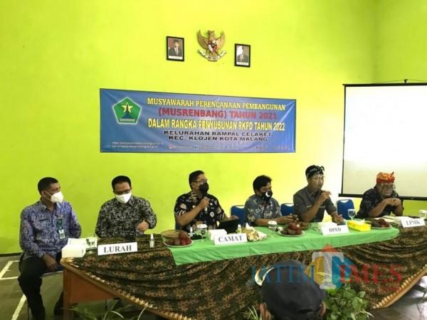 Jajaran anggota DPRD Kota Malang saat hadiri agenda Musrenbang di Kelurahan Rampal Celaket, Kecamatan Klojen, Kota Malang. (Foto: Istimewa)