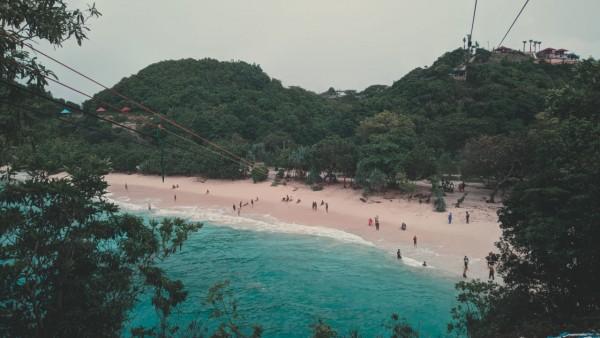Suasana di Pantai Teluk Asmara, Kabupaten Malang. (Foto Ananda Fadhillah for JatimTIMES)