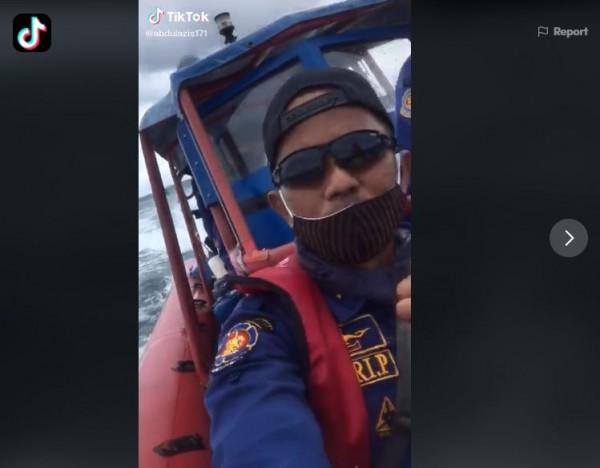 """Viral Video Suara """"Tolong"""" di Pencarian Pesawat Sriwijaya Air, Ini Penjelasan Damkar"""