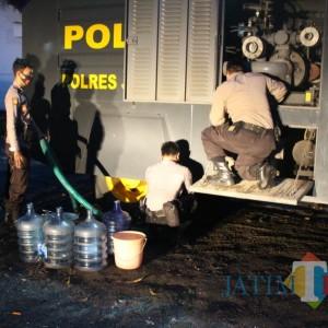 Banjir Kembali Terjang Tempurejo, Sabhara Polres Jember Kerahkan Water Canon