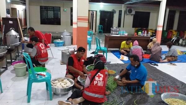 Penuhi Keperluan Korban Banjir, PMI Jember Dirikan Dapur Umum