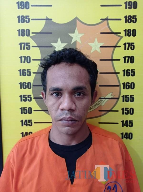 Thofan Noviandi als Thofan Purnama (24 tahun) asal Sumba Timur NTT tersangka penipuam (Nurhadi Banyuwangi Jatim Times)