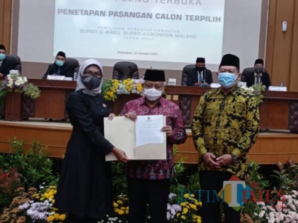 LaDub dan Malang Jejeg Tak Hadir, KPU Kabupaten Malang Tetapkan SanDi Paslon Terpilih
