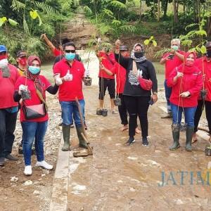 Jaga Kelestarian Lingkungan, PDIP Kabupaten Blitar Tanam 1.000 Bibit Pohon