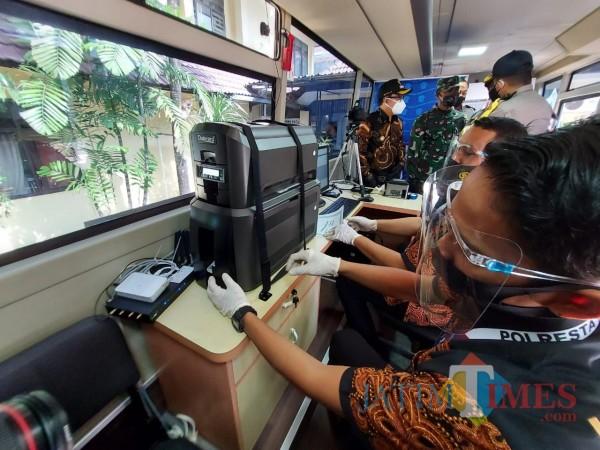 Satlantas-Polresta-Malang-Kota-Sediakan-Layanan-Perpanjangan-SIM-dan-Samsat-Keliling-20126148c7ceba426.jpg