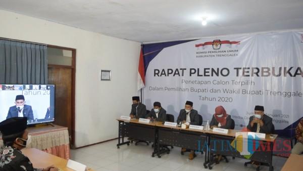 Situasi rapat pleno di kantor KPU Trenggalek
