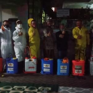 Cegah Covid-19, Dewan Dampingi Warga Lakukan Penyemprotan Desinfektan
