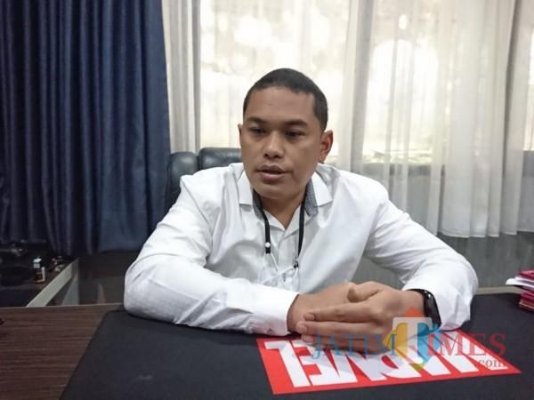 Kasat Reskrim Polresta Malang Kota Kompol Tinton Yudha Riambodo saat ditemui pewarta di ruangan kerjanya, Sabtu (23/1/2021). (Foto: Tubagus Achmad/MalangTimes)