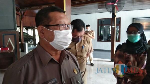 Bupati Tulungagung, Maryoto Birowo selepas menemui perwakilan AKD di Pendopo Tulungagung  (foto : Joko Pramono/Jatim Times)