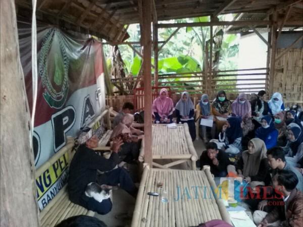 Puluhan Mahasiswa Uniba Banyuwangi Pelajari Adat Osing