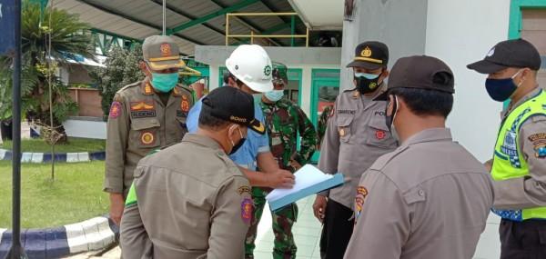 Satpol PP Kabupaten Malang bersama Polres Malang saat operasi PPKM jilid pertama (Humas Polres Malang for MalangTIMES)