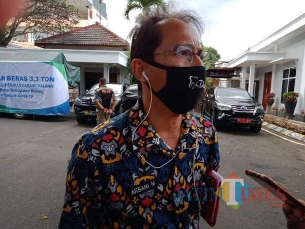 Kadinkes Kabupaten Malang Arbani Mukti Wibowo saat menjelaskan prioritas penerima vaksin Covid-19 (Foto : Dokumen JatimTIMES)