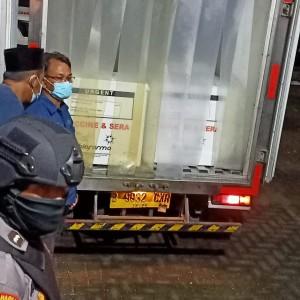 Polisi Kawal Kedatangan 2.480 Vaksin Covid-19 di Sumenep